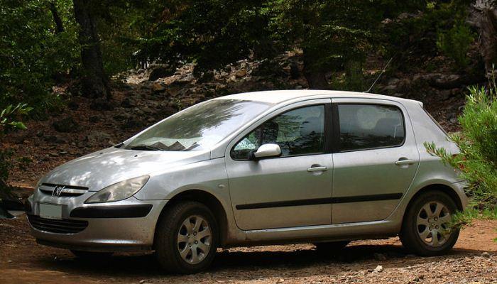 Controlar El Aceite De La Caja De Cambios En Un Peugeot 307